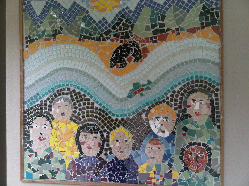 Photo gallery cole coquitlam river elementary school for Mural mosaic