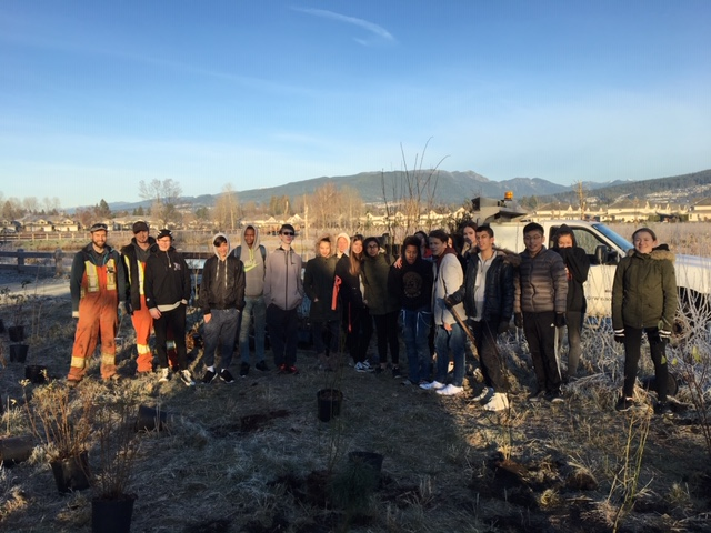 group shot tree planting at Blakeburn lagoon dec 4 2018.JPG