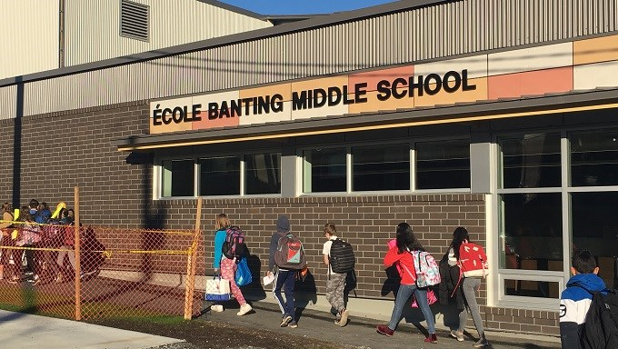 New École Banting Middle School Welcomes Students and Employees