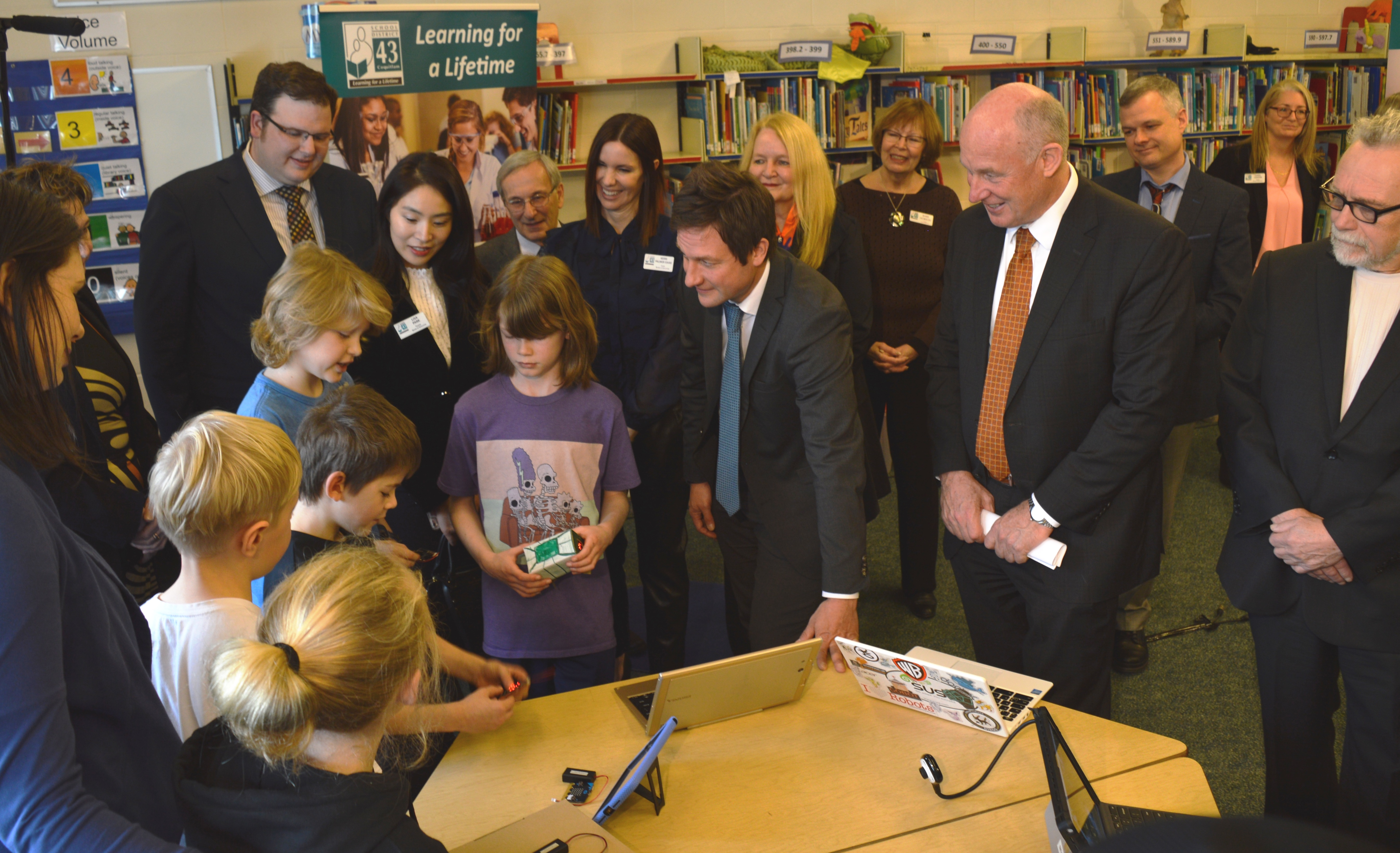 Minister with Irvine student micro bit activity Jan 30, 2018.jpg